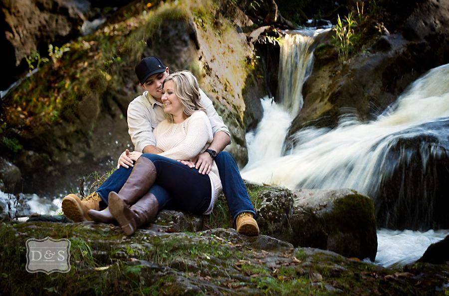 Inglis_Falls_Engagement_Photos_001