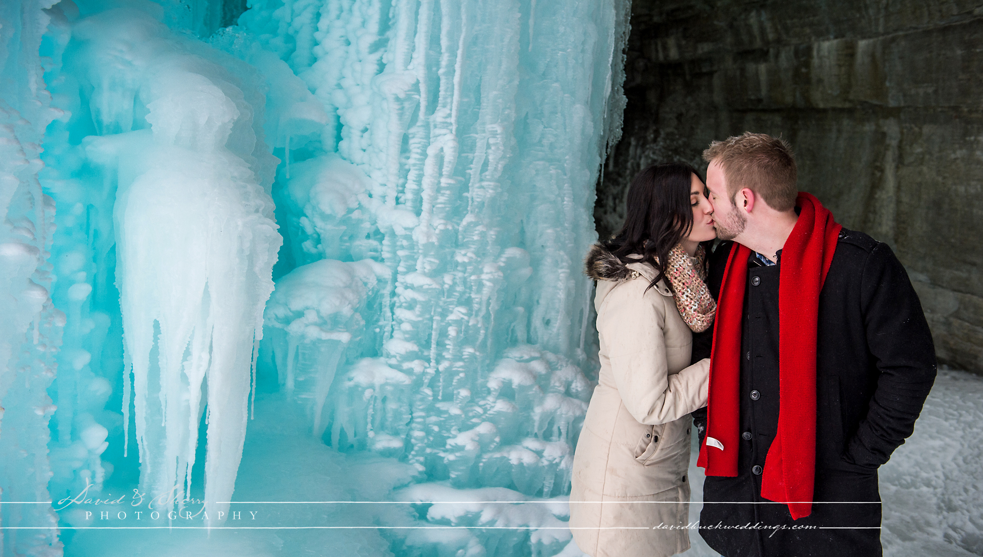 winter_engagement_photos_frozen_lake_02