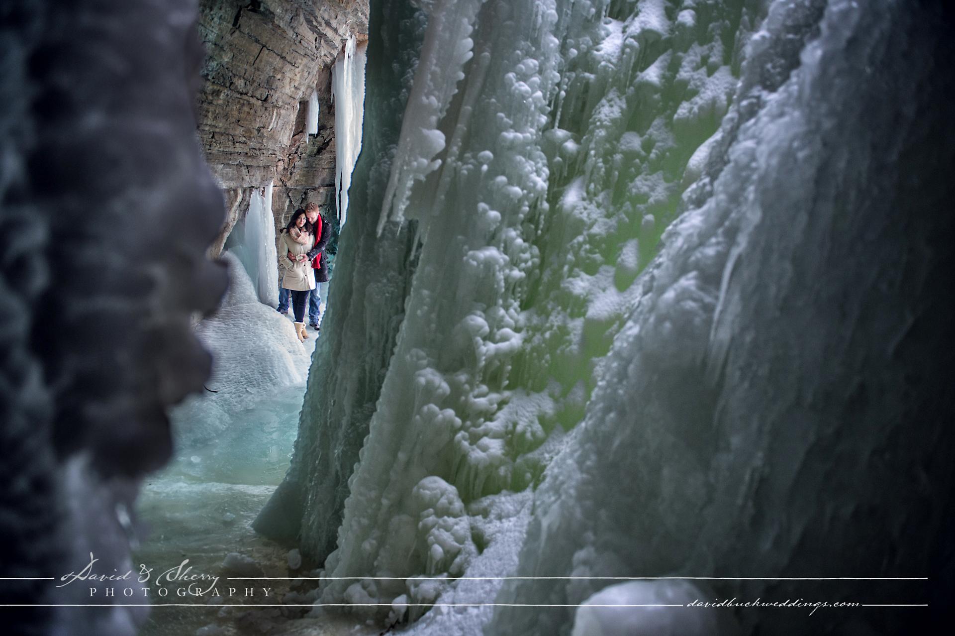 winter_engagement_photos_frozen_lake_05